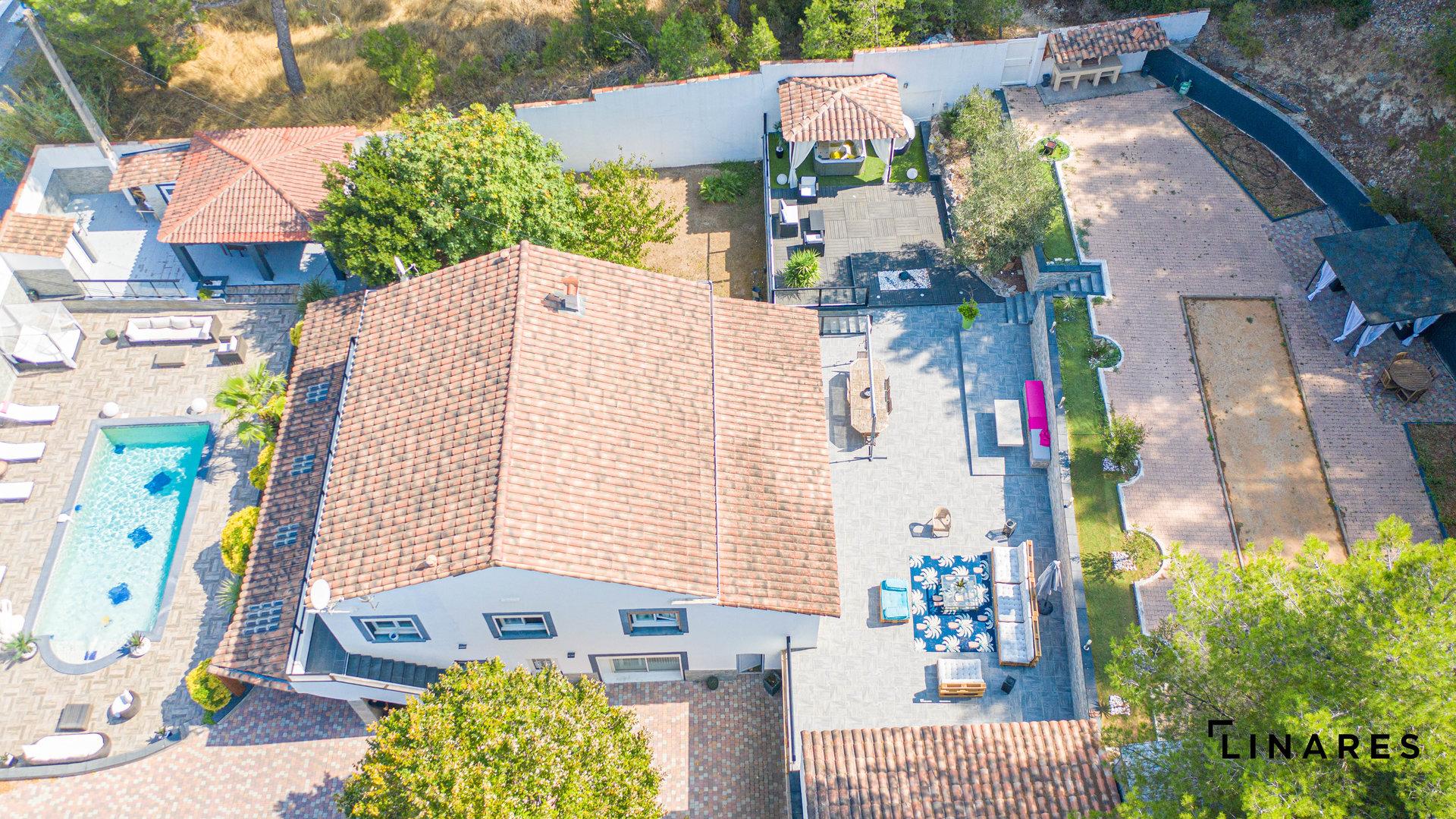 L'OASIS Villa T7 de 220m2 Terrain avec Piscine de 2000m2 13820 Ensues La Redonne