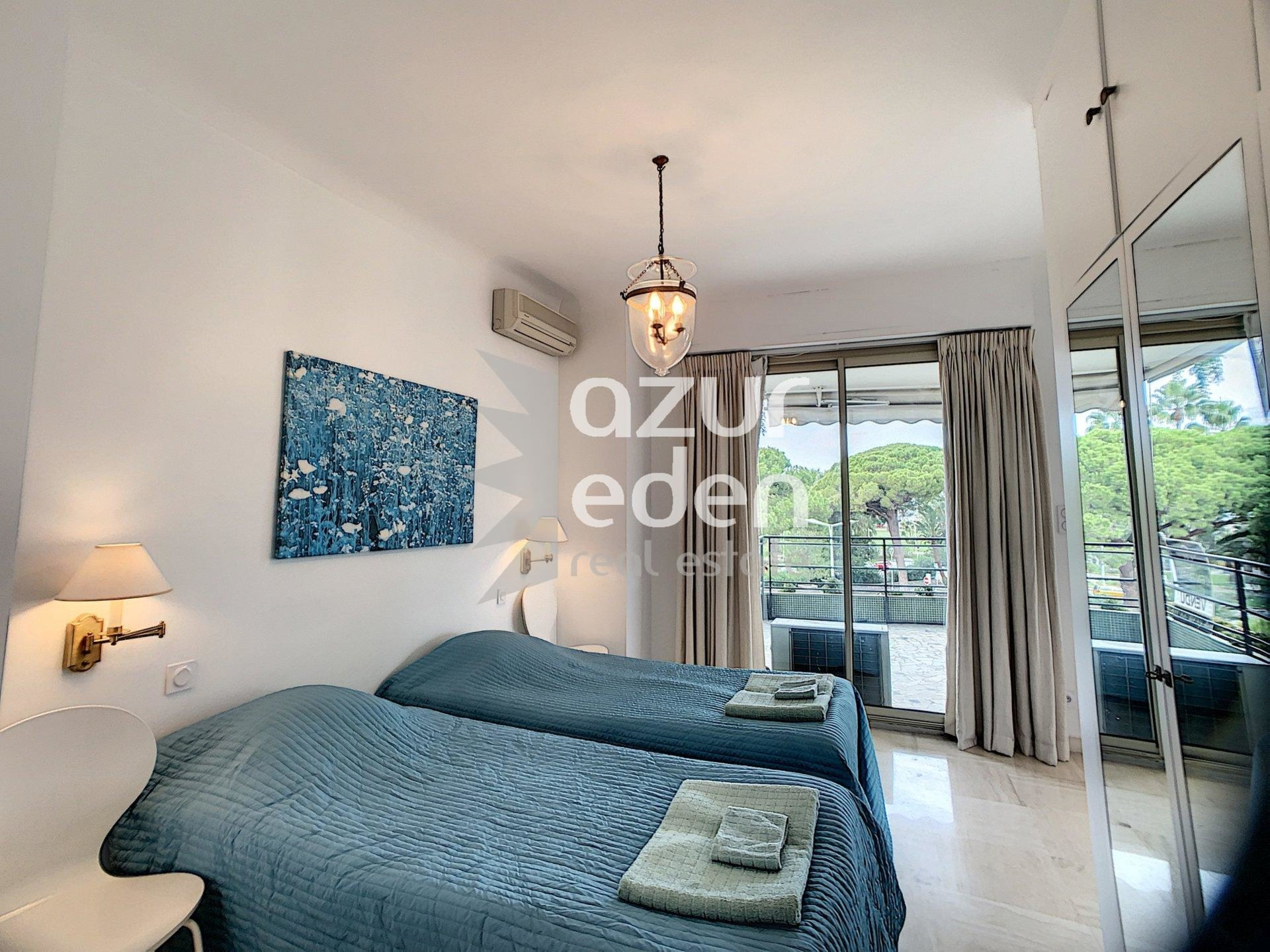 Cannes - Croisette 3 bedroom apartment with sea view