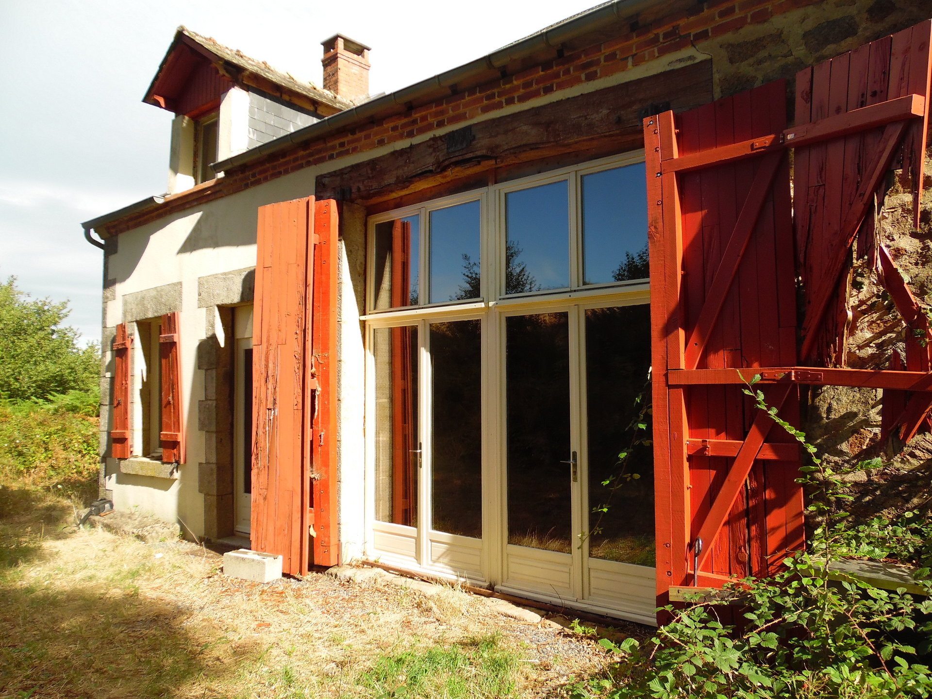 Zum Verkauf in der Creuse eine Fermette mit 1,5 ha. Grund.