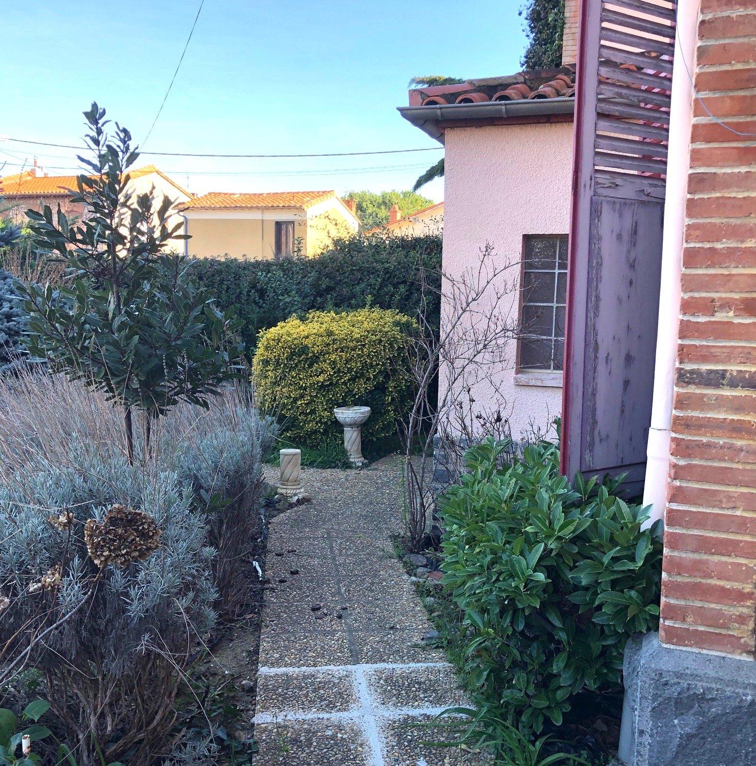 Prades-Maison- garage-jardin