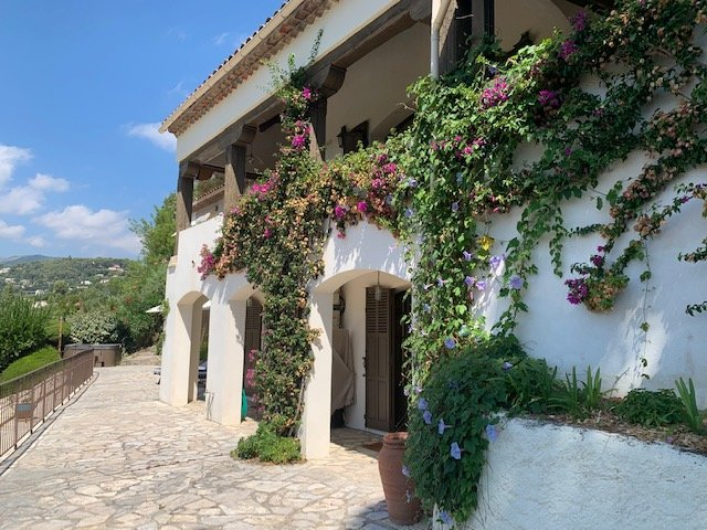 Belle villa dominante avec vue dégagée - St Paul de Vence