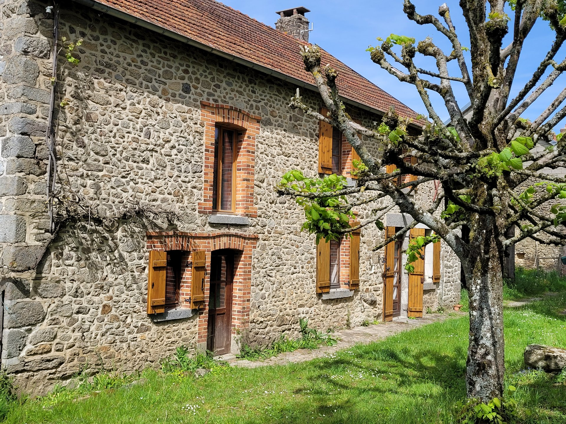 For sale in the Creuse, a house with outbuildings and land.