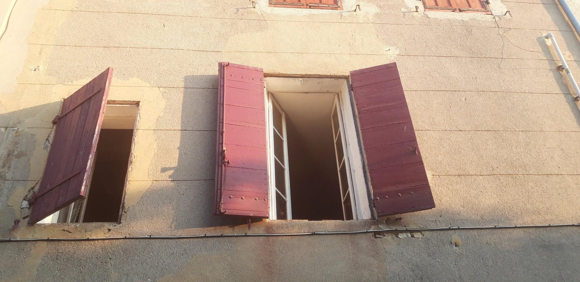 fuveau centre village dans une impasse appartement