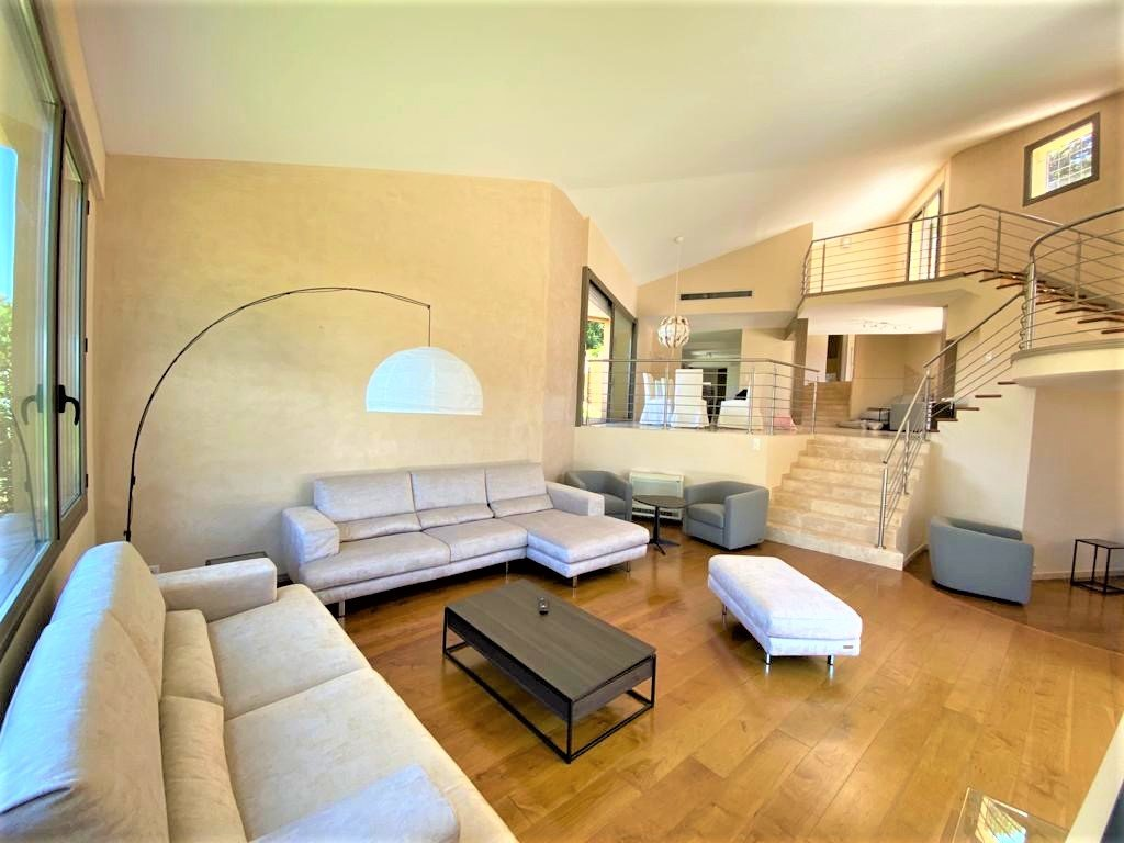 MOUGINS - VILLA D'ARCHITECTE 15 PIECES 450 M²