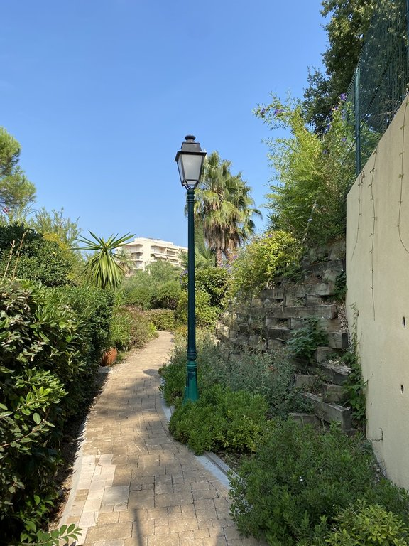 In a residential district of Juan les Pins