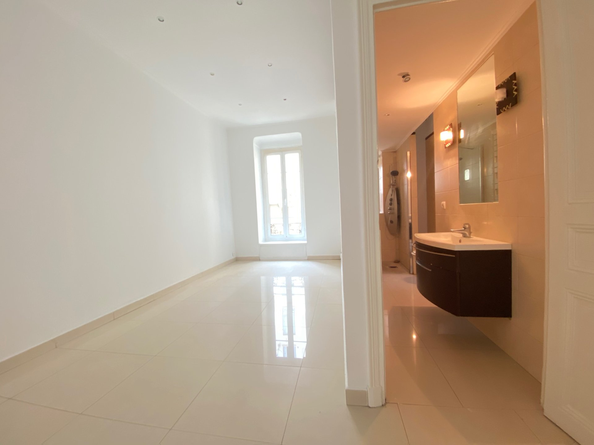 NICE City Center - 4 bedrooms Balcony