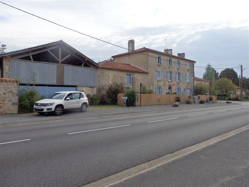 Zu verkaufen Reiterhaus bei Bellac in der Haute Vienne