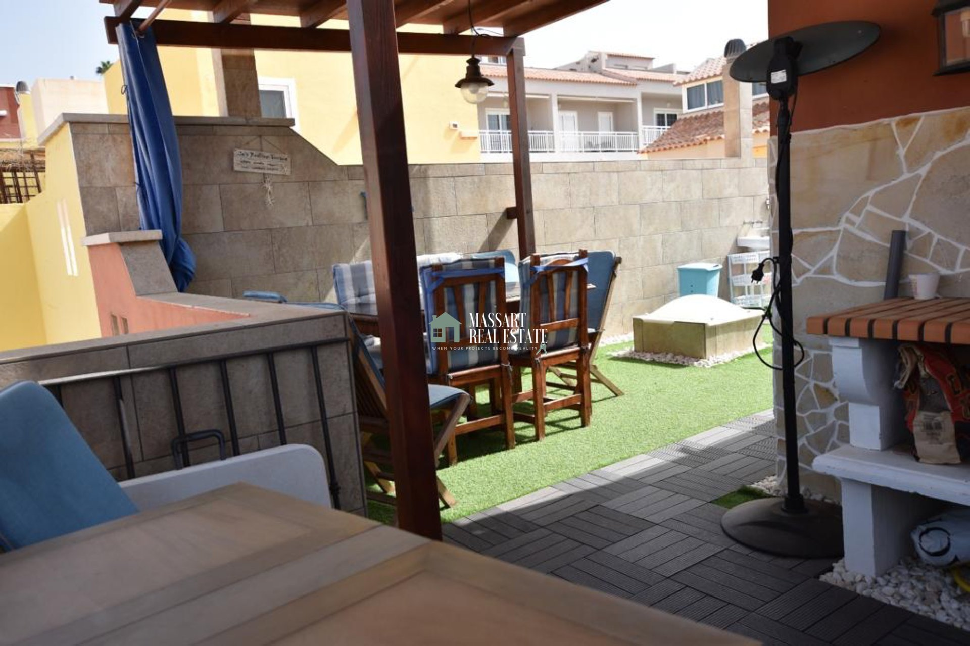 Semi-furnished triplex for SALE in the residential complex Sonia, in a central area of Callao Salvaje ... with privileged views of the sea!