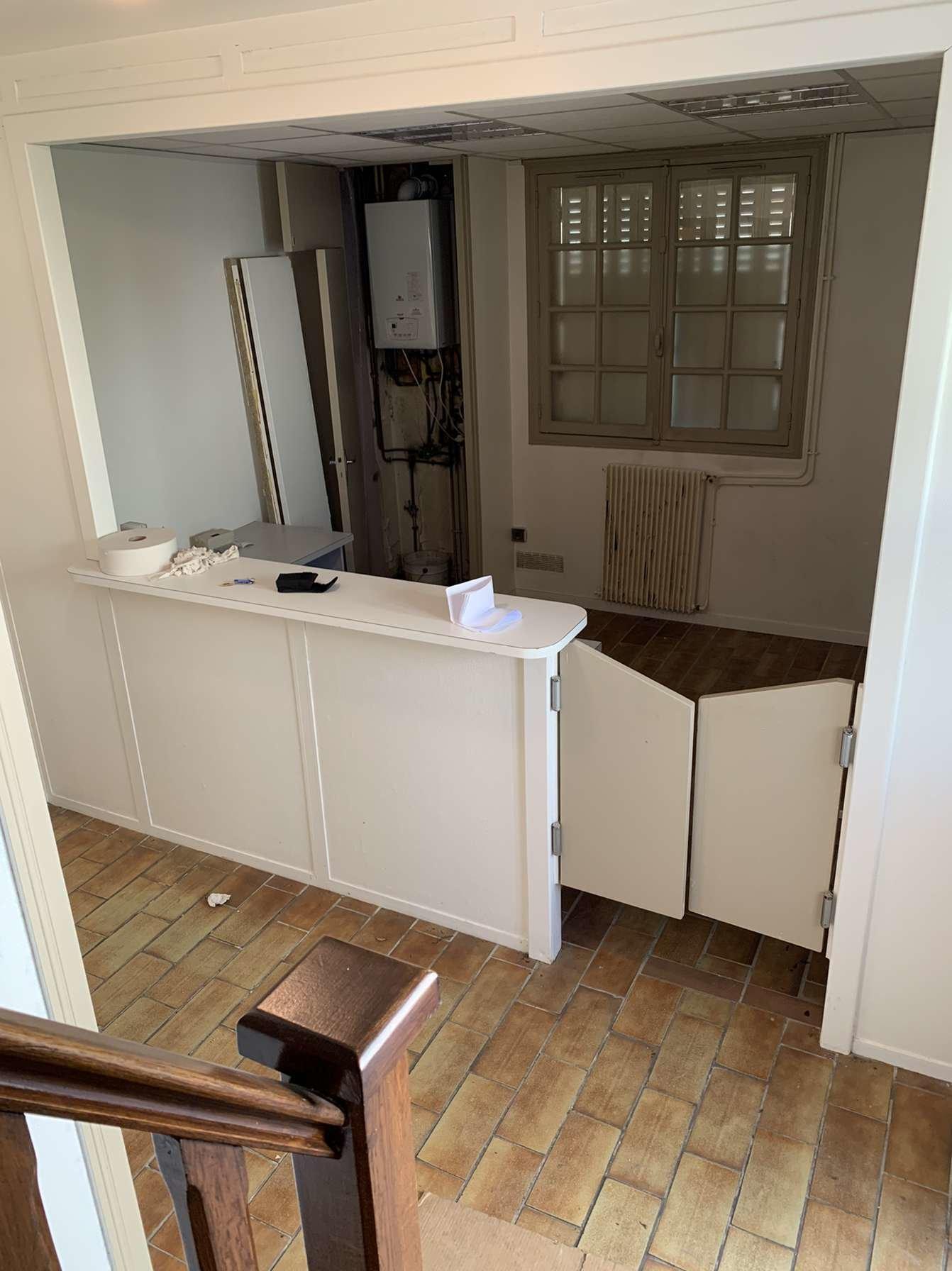 Une maison individuelle aménagée en bureau