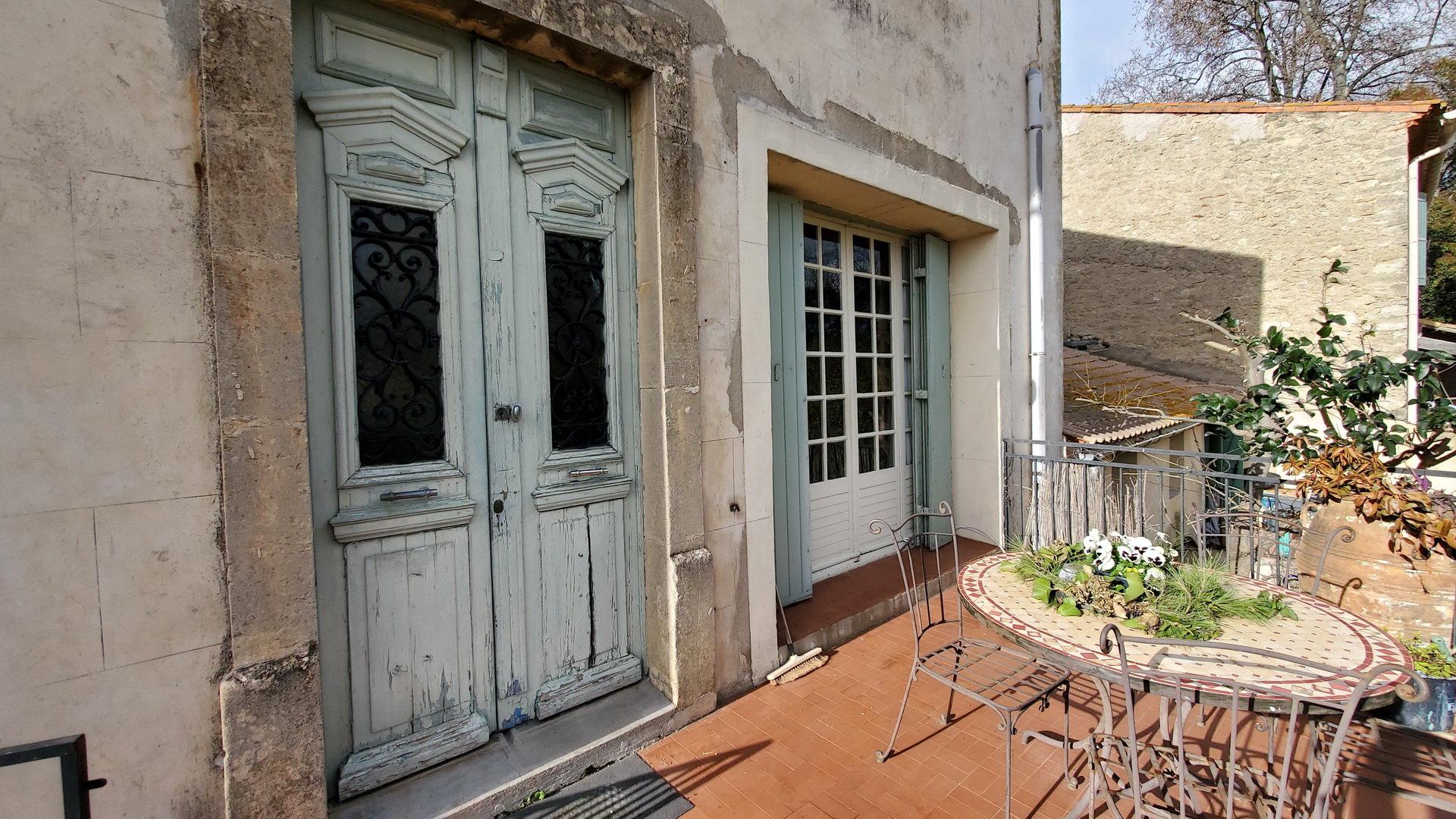 Maison vigneronne avec terrasse et jardin