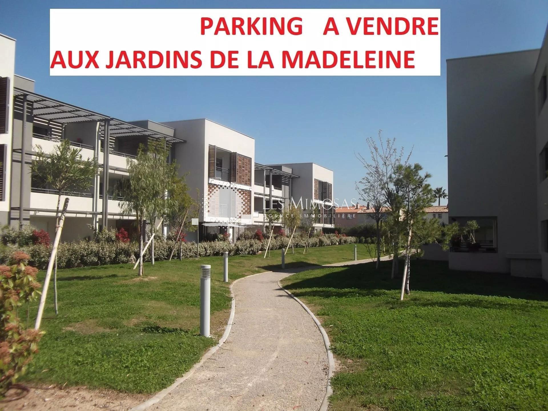 FRÉJUS, 1 parking extérieur à vendre