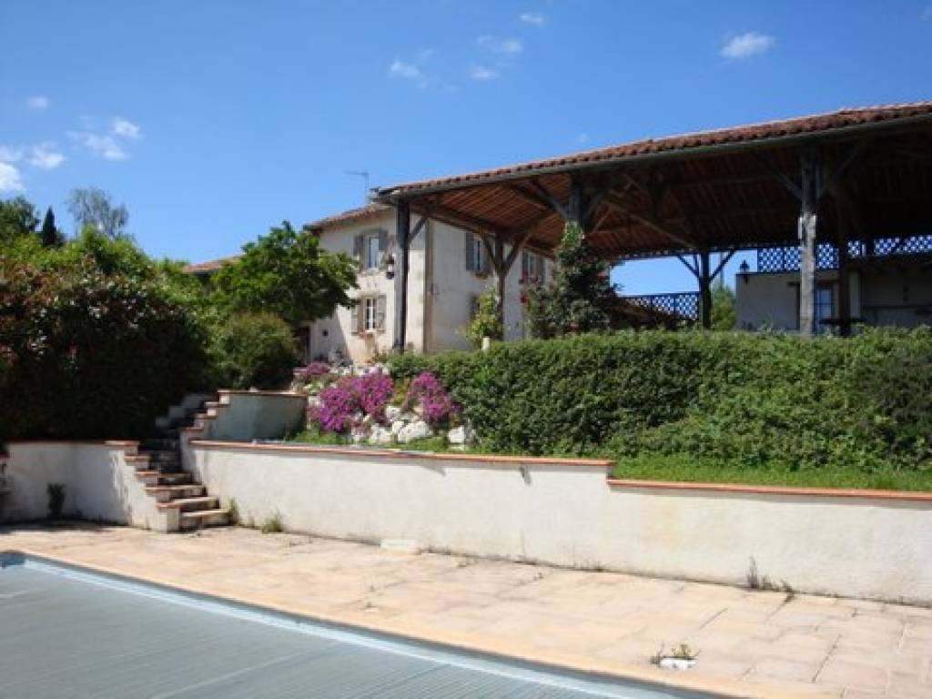 Between L'isle en Dodon and Boulogne sur Gesse Maison de Maitre with outbuildings,  large swimmingpool on 3,5 hectares
