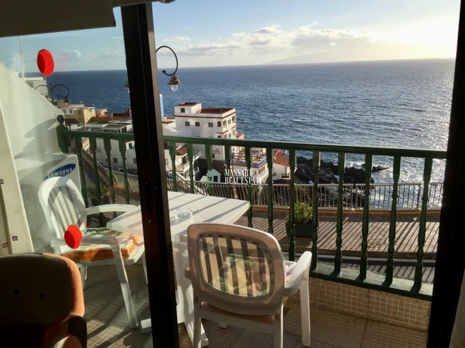 Renovated and furnished apartment of 70 m2 located in Puerto De Santiago… right in front of the sea!