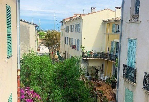 2 BEDROOM FLAT TO RENOVATE WITH BALCONY