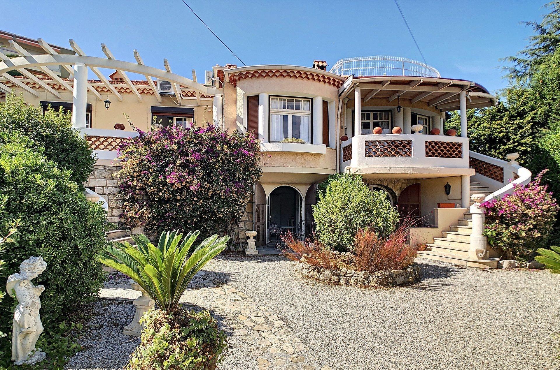 Ancient villa, roof terrace, ideal location in Cap d'Antibes