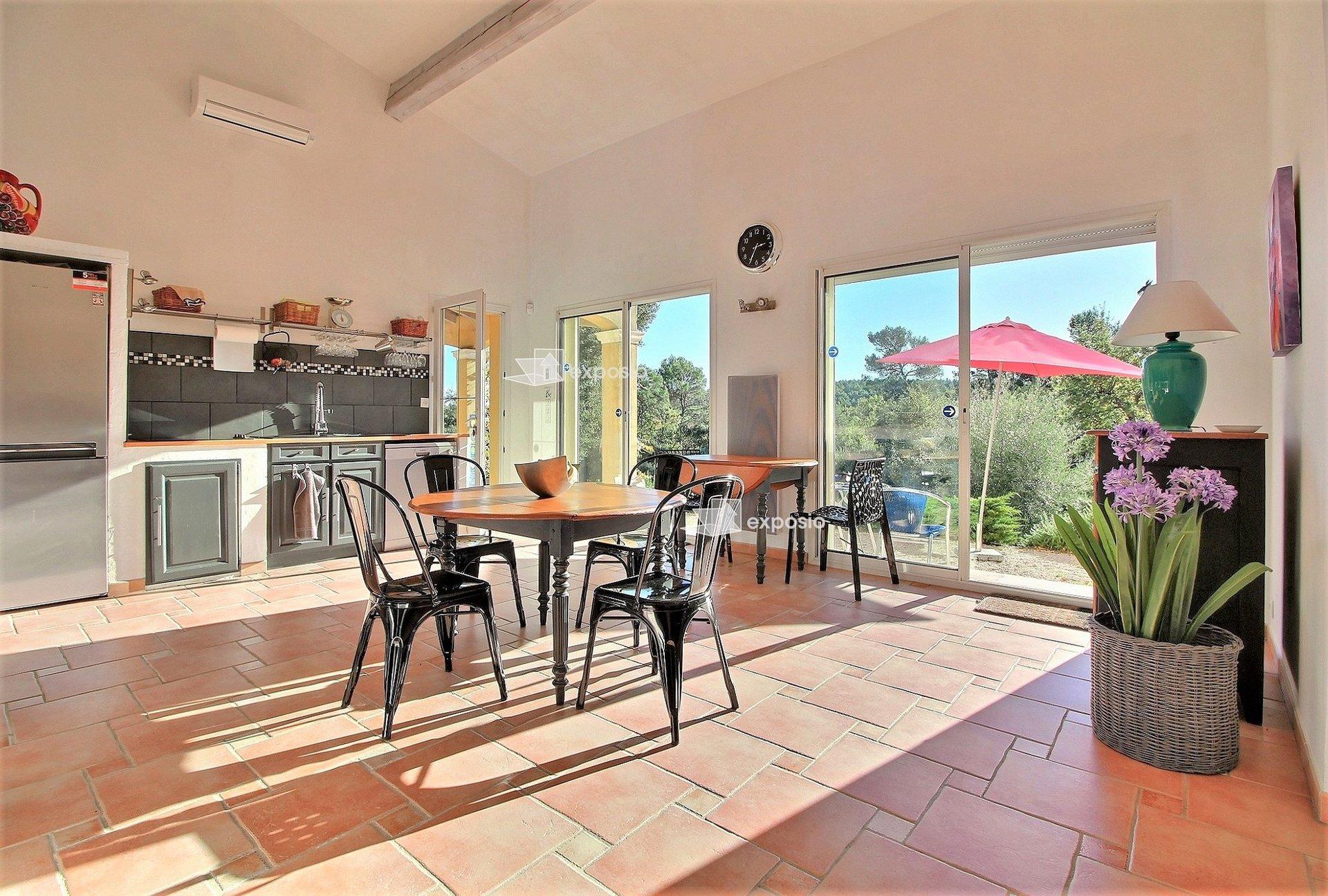 Lorgues, architect's villa 160 m2 on a land of 4300 m2.