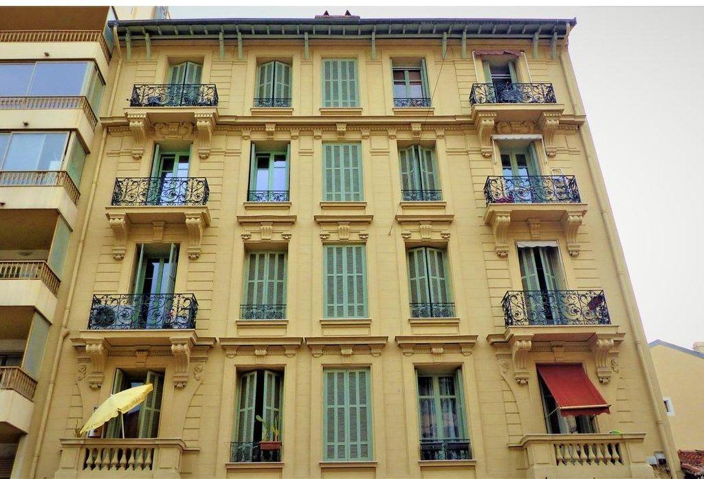 LIBERATION - LOCAL COMMERCIAL LOUÉ - 129.000 €