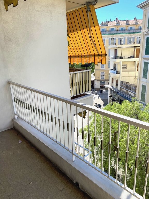 NICE CARRE D'OR 4 PIECES TERRASSE