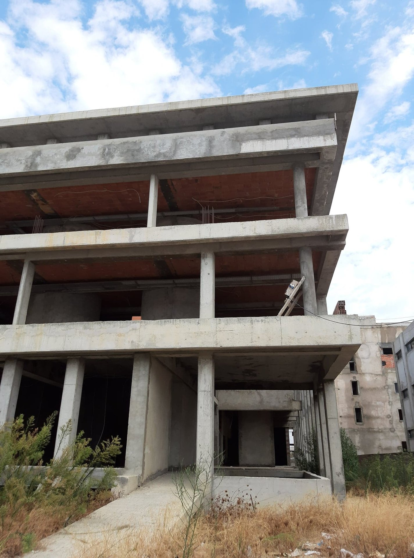 Vente Immeuble de bureaux inachevé Z.A Kram