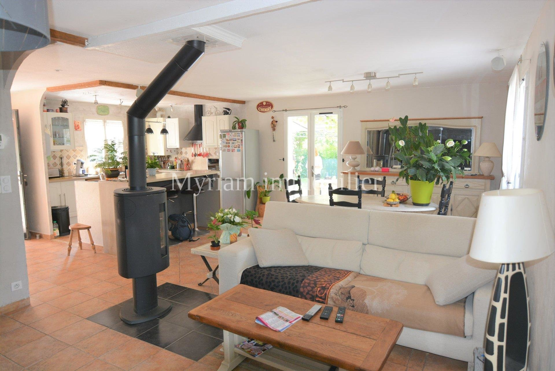 Quiet detached villa on the same level 4 rooms in St CEZAIRE