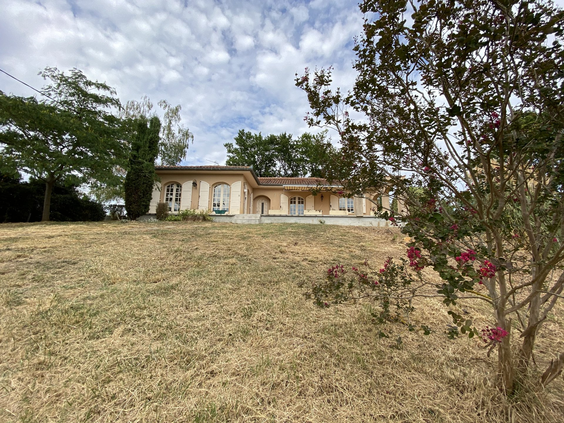 Pretty villa T5, view Pyrenees on land 2940m².