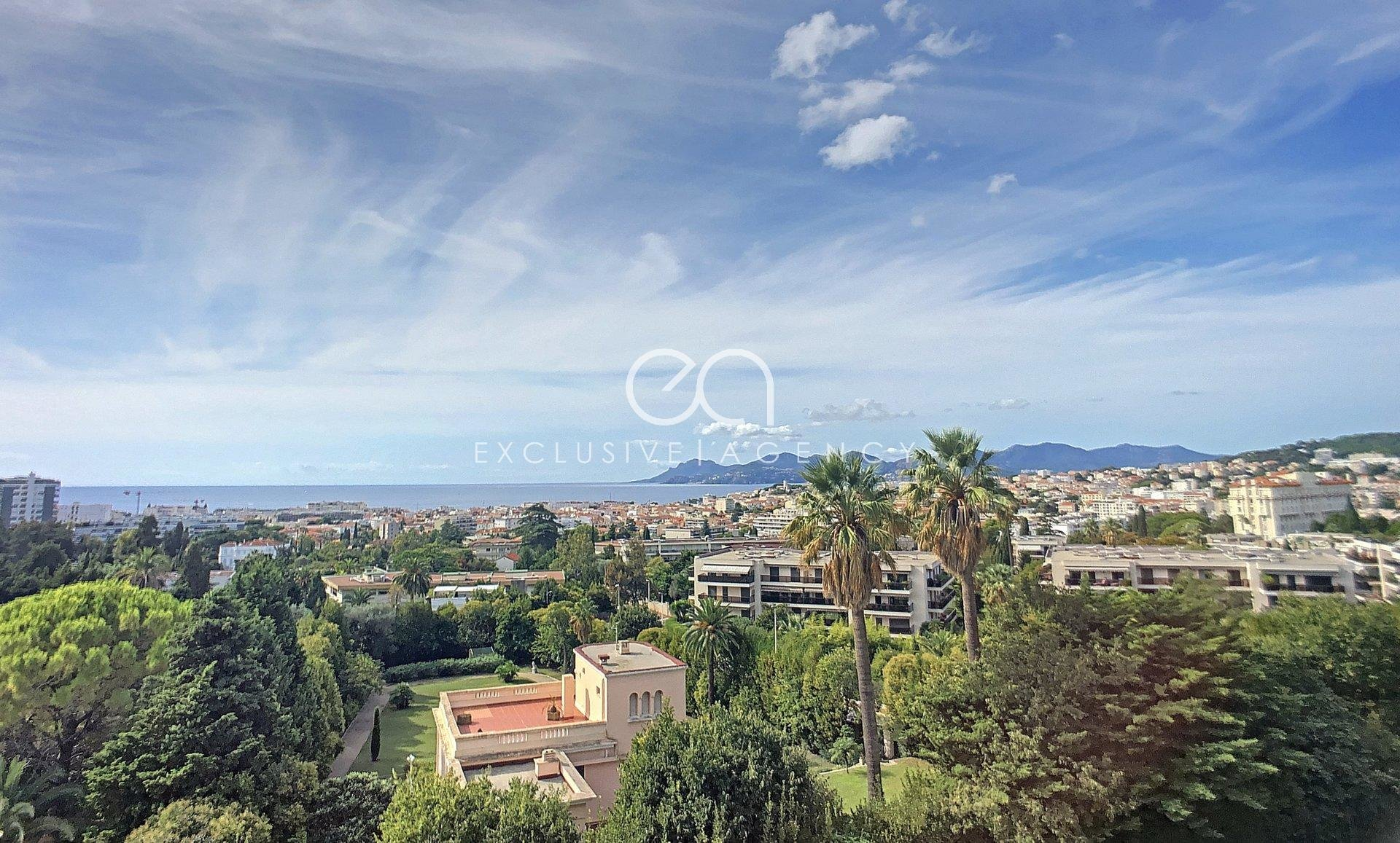 Cannes LUXURY 3 room apartment 104m² renovated magic panoramic sea view.