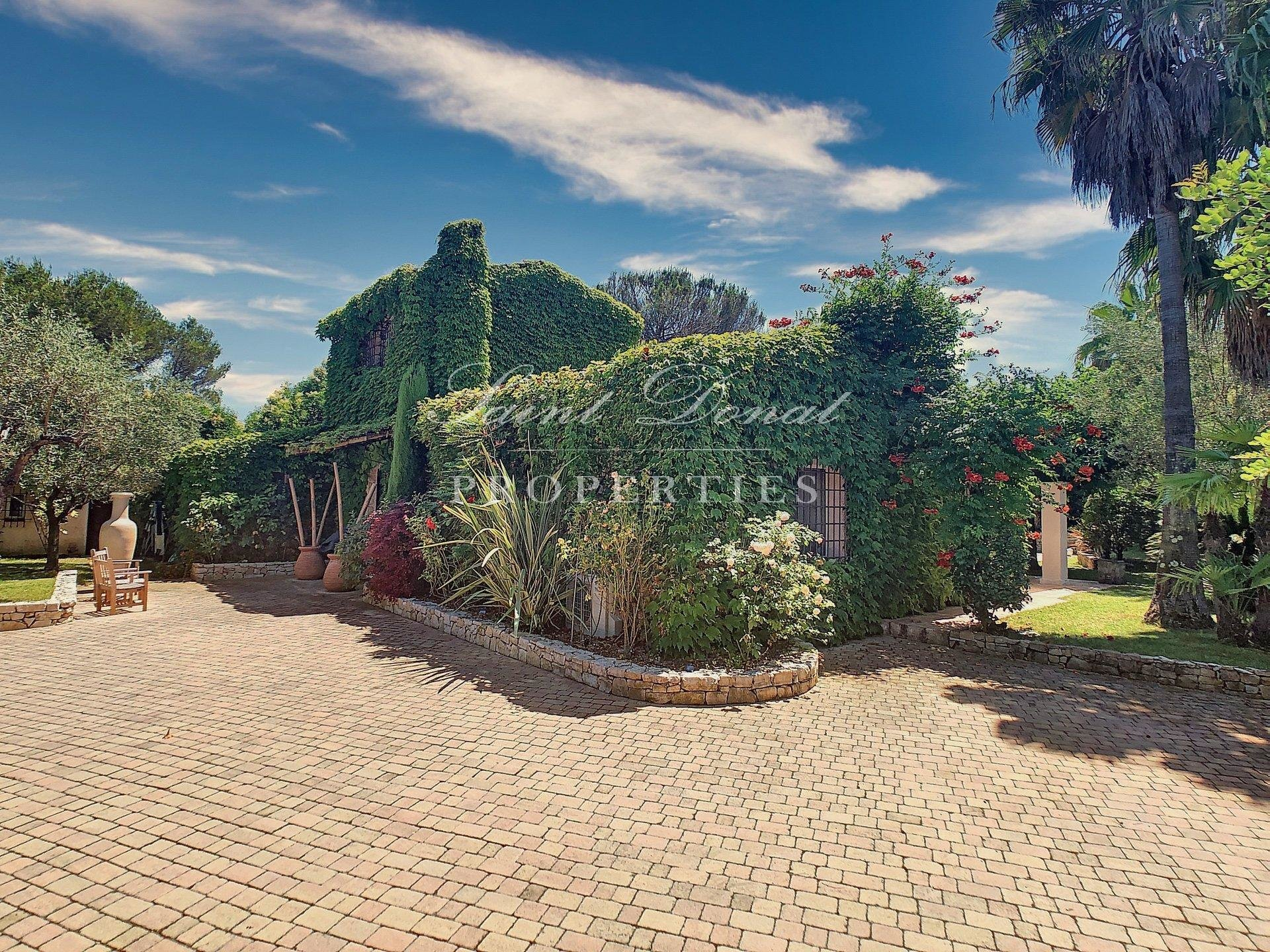 GATED DOMAIN. CHARMING PROVENCAL STYLE HOUSE