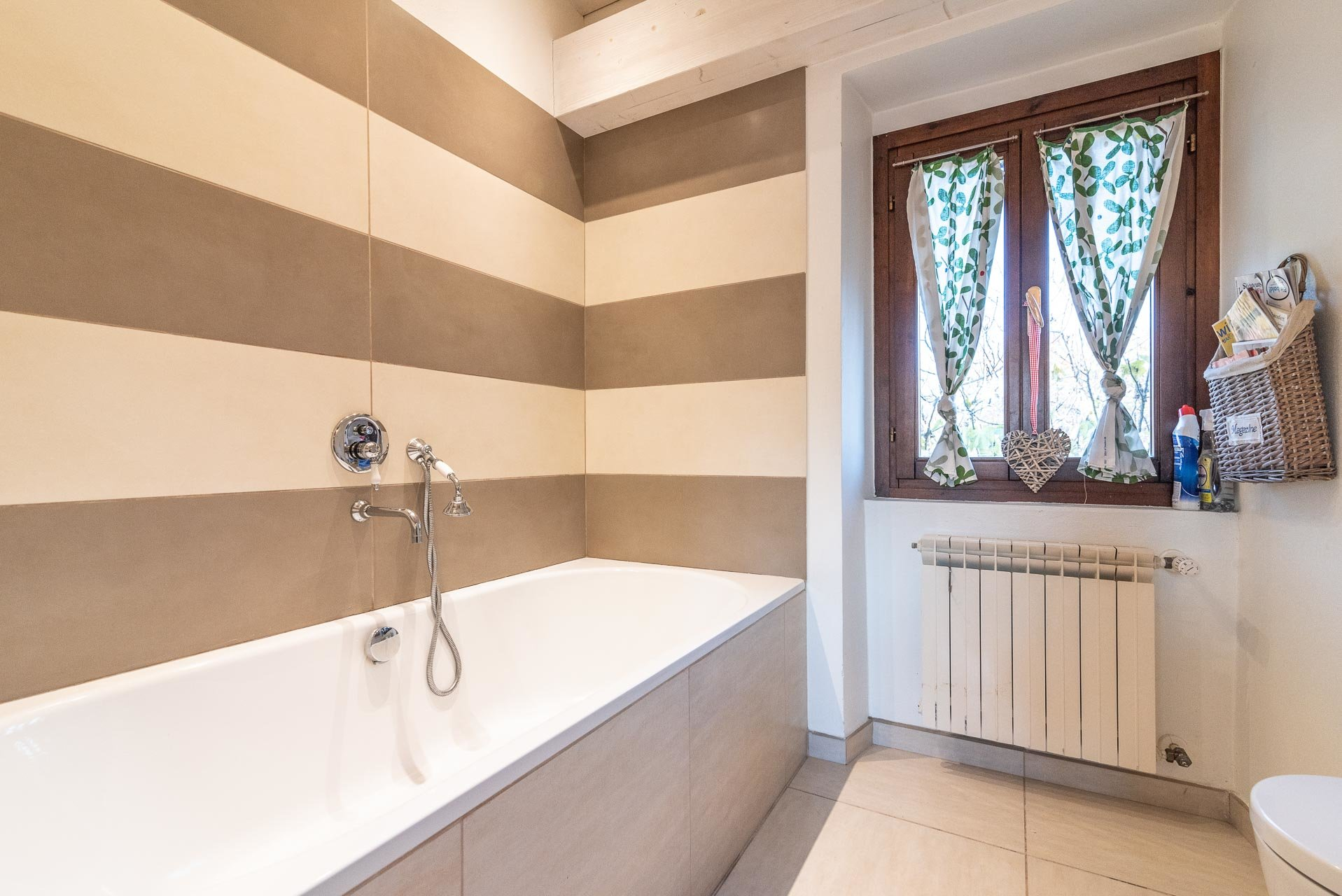 Country house for sell in Paruzzaro - bathtub