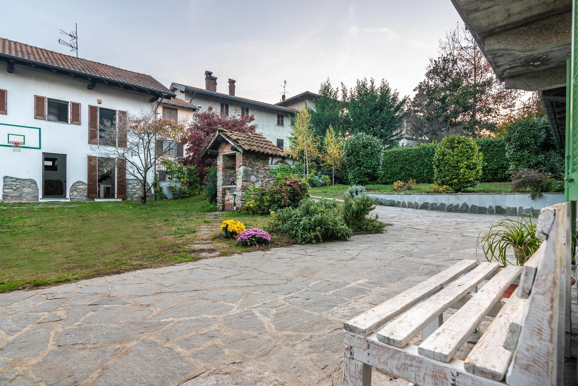 Rustikale Renovierung zum Verkauf in der Nähe des Lago Maggiore