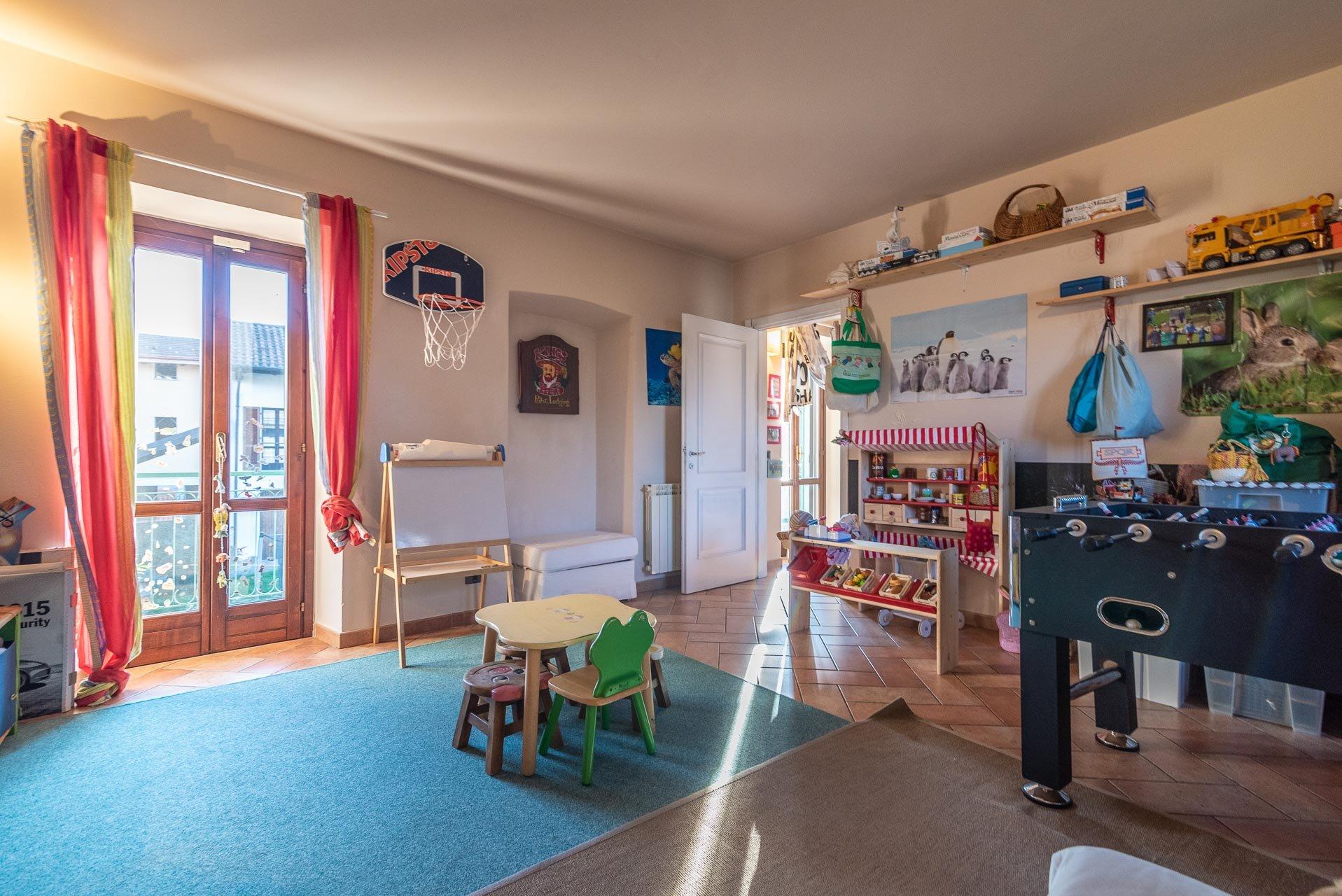 Rustic renovate for sale near Lake Maggiore