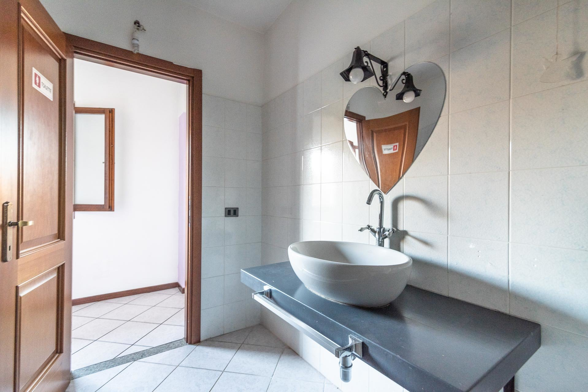 Country house for sell in Paruzzaro - second bathroom