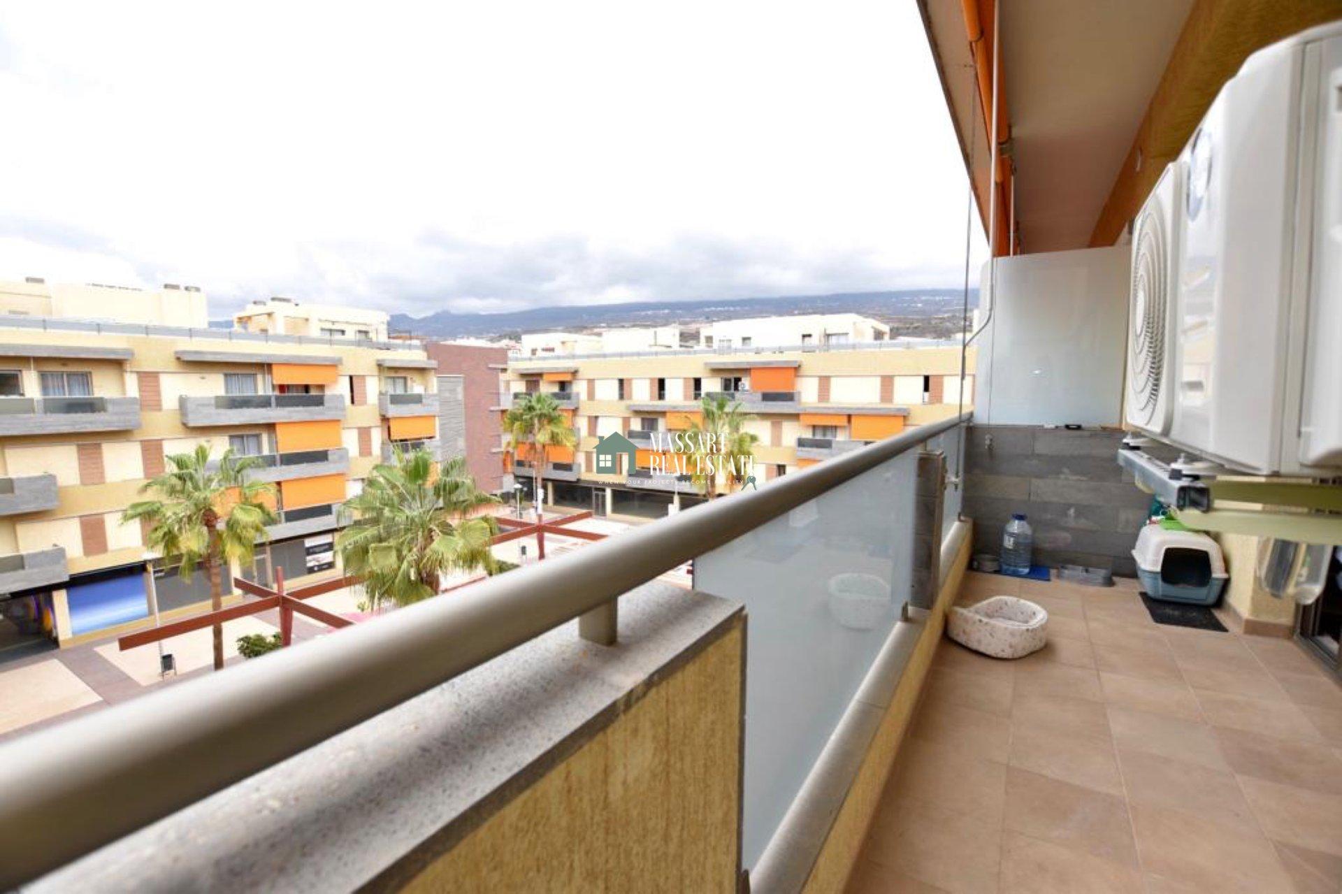 EN VENTA en el precioso pueblo costero de Alcalá, ático dúplex con gran valor por su magnífica terraza.