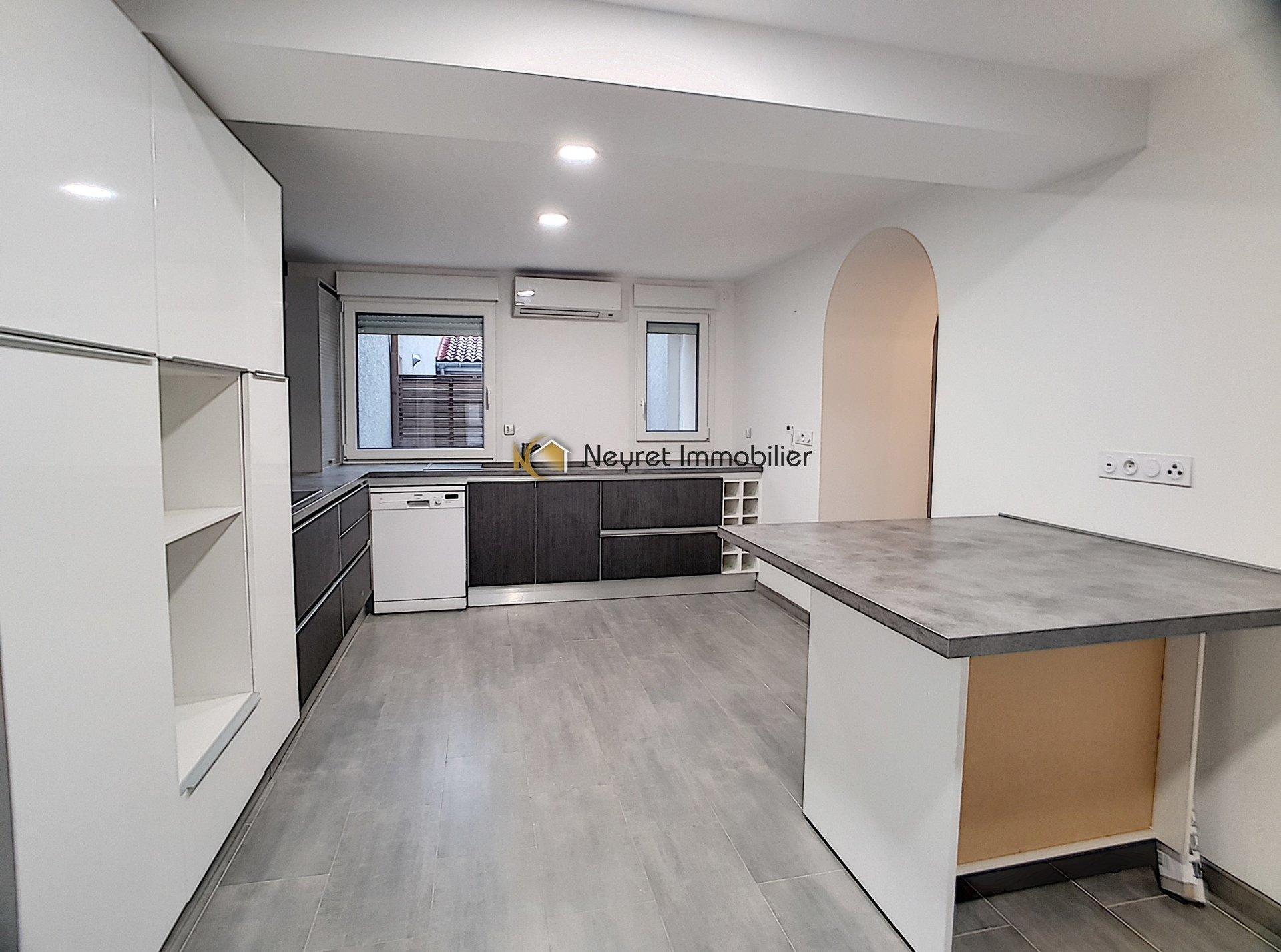 Duplex T6  de 139,4 m2 dans batisse de 1750