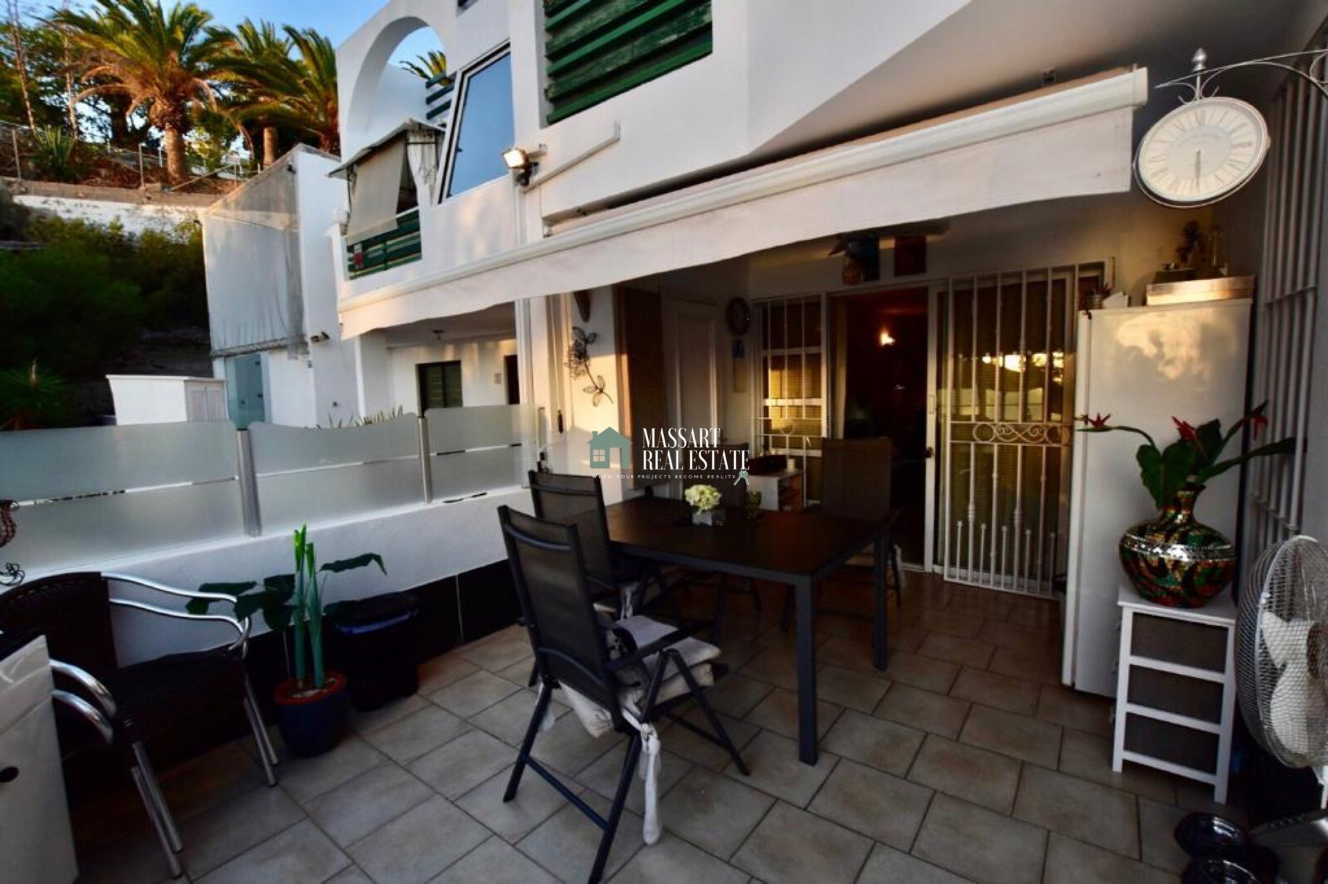Recently renovated and fully furnished apartment located in San Eugenio Alto… with stunning views of the ocean and the island of La Gomera!