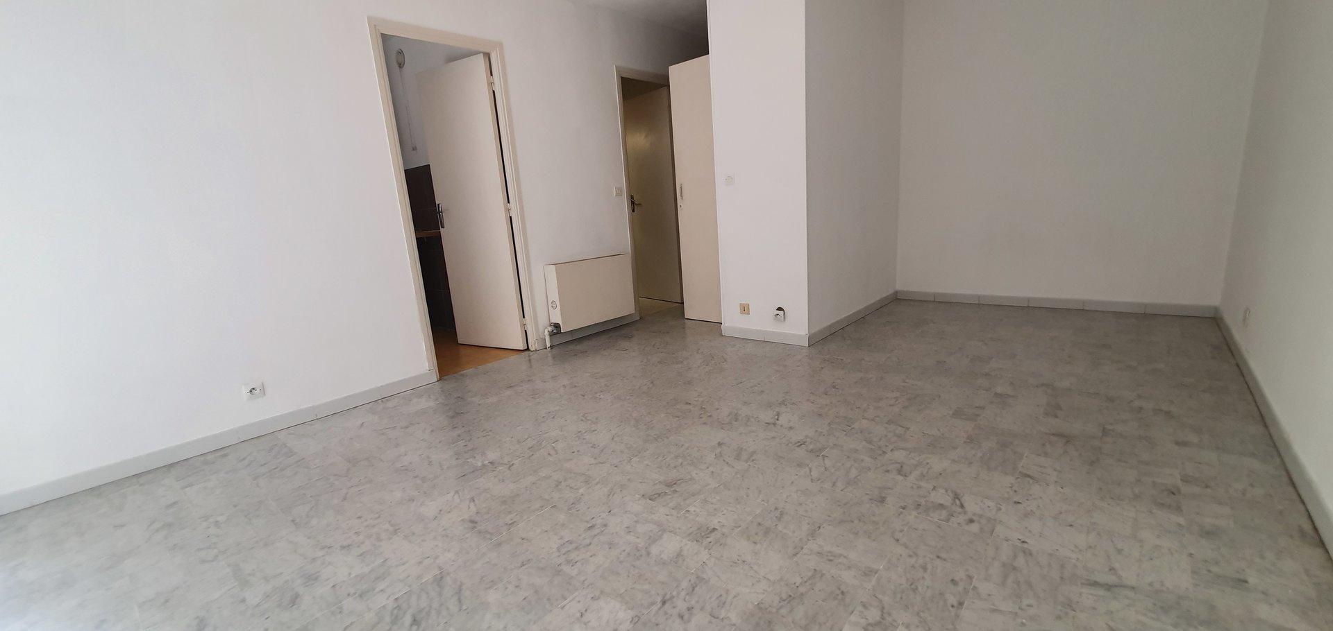 spacieux studio TERRASSE PARKING