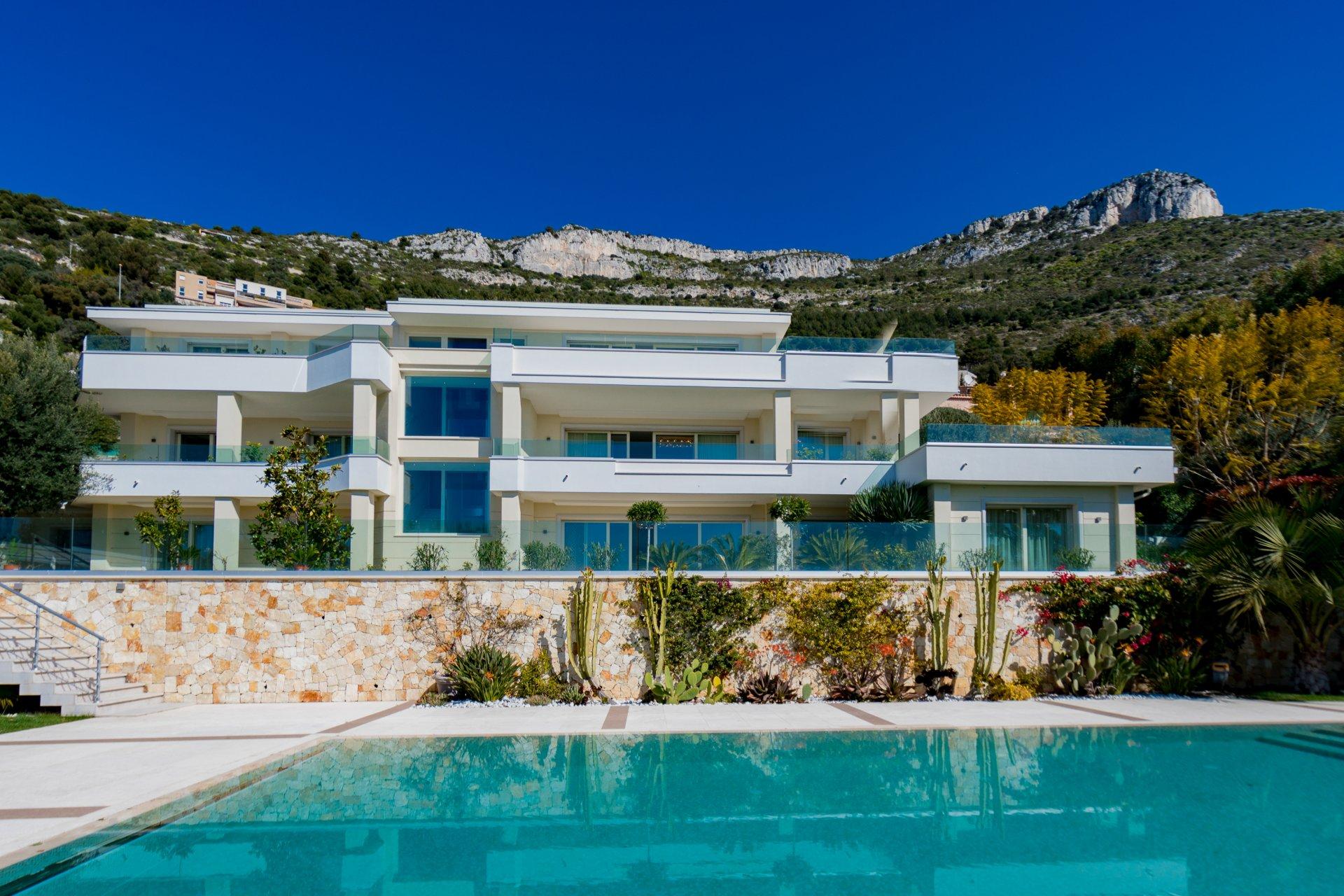 Кап д'Ай – Просторная современная вилла с панорамным видом на море  в непосредственной близости от Монако