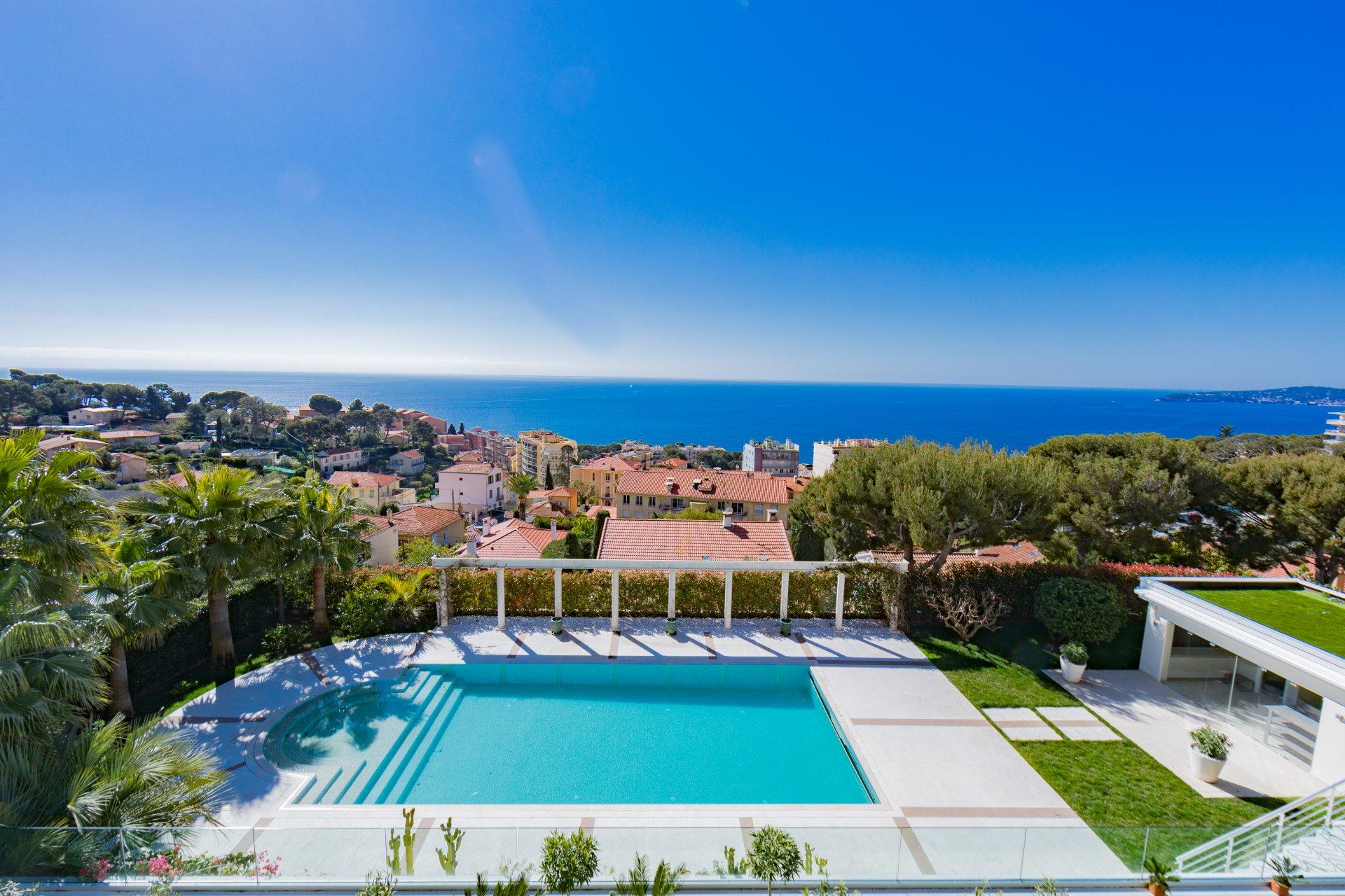 Cap d'Ail - Spacieuse villa moderne avec vue mer panoramique  proche de Monaco