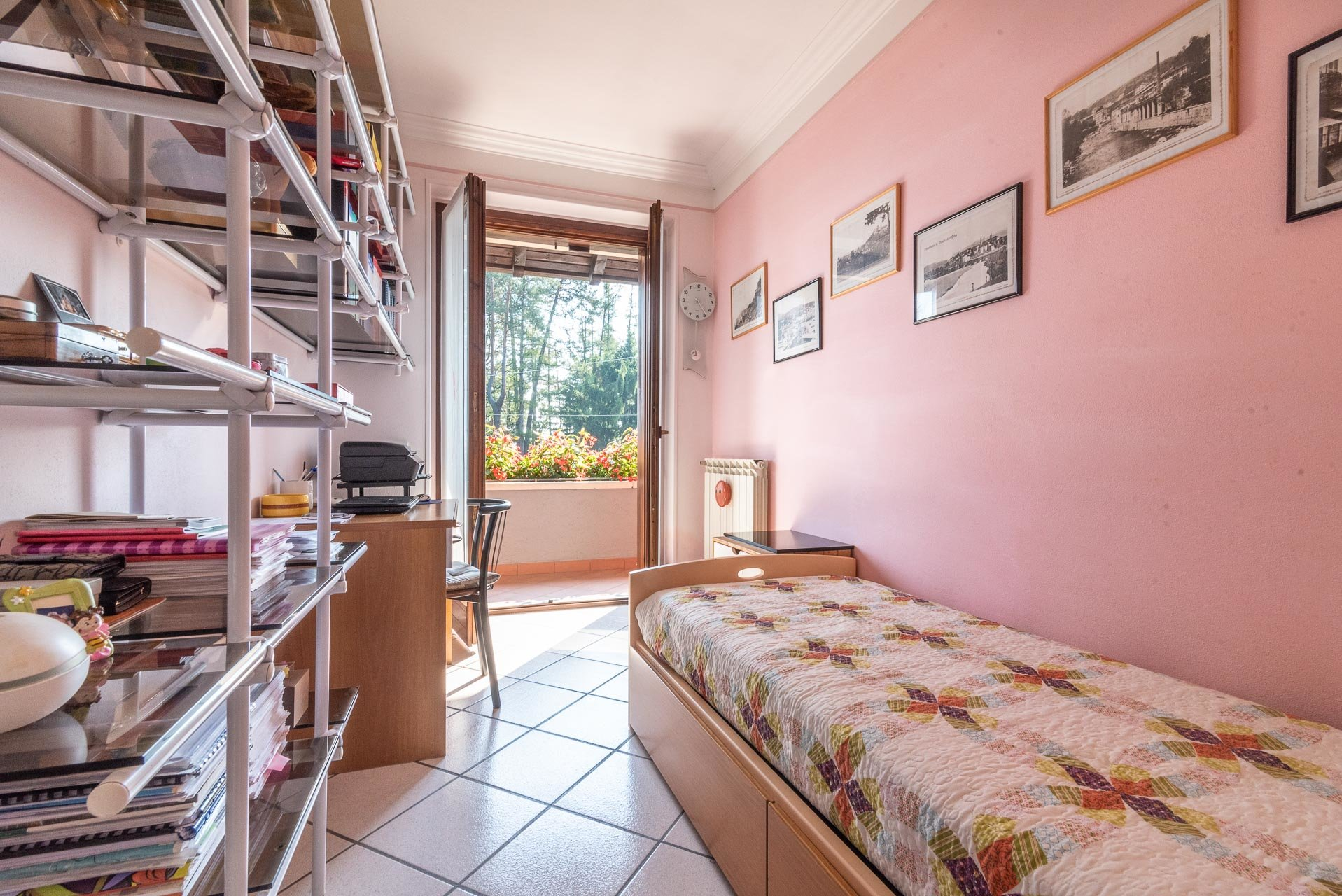 Villa for sale in Bee, with wonderful lake view - small bedroom
