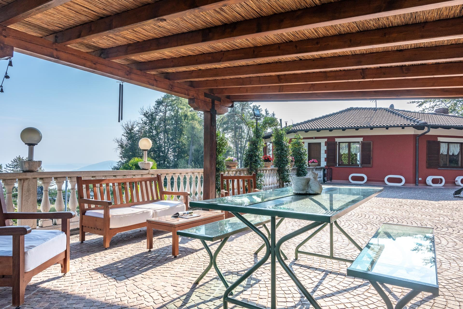 Villa for sale in Bee, with wonderful lake view - wide terrace