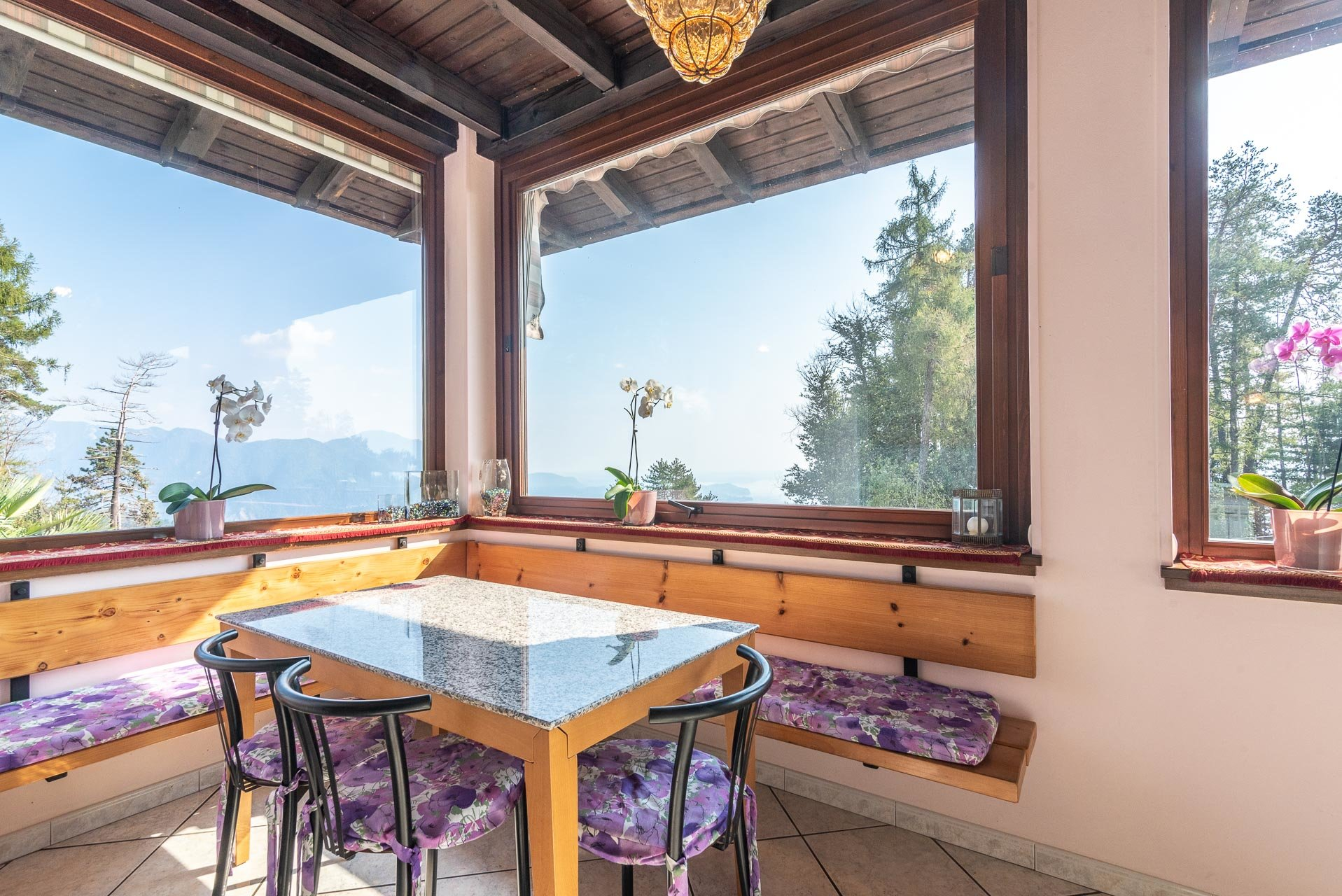 Villa for sale in Bee, with wonderful lake view - living area