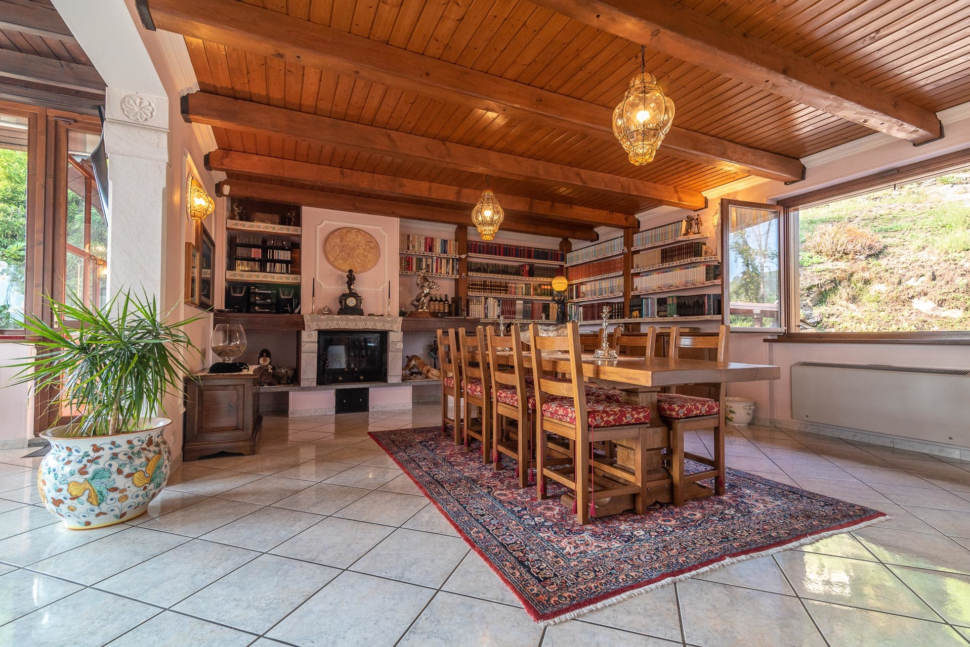 Villa for sale in Bee, with wonderful lake view - dining room