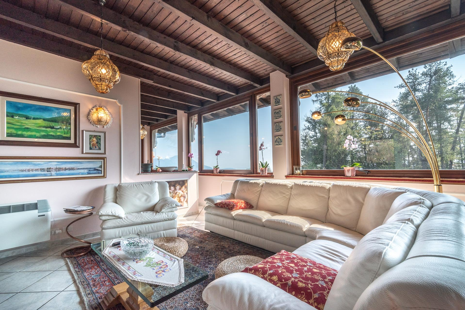 Villa for sale in Bee, with wonderful lake view - living room