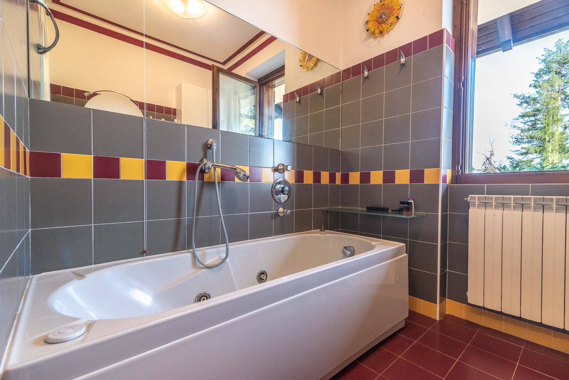 Villa for sale in Bee, with wonderful lake view - second bathroom
