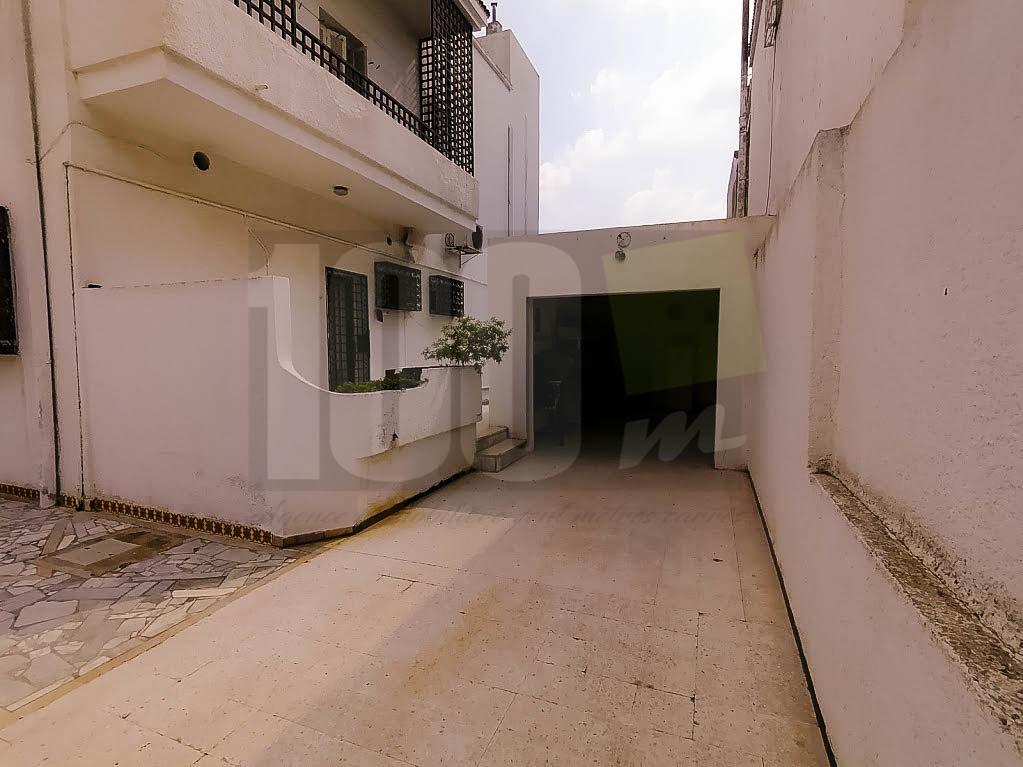 Vente villa de maitre à Khaireddine