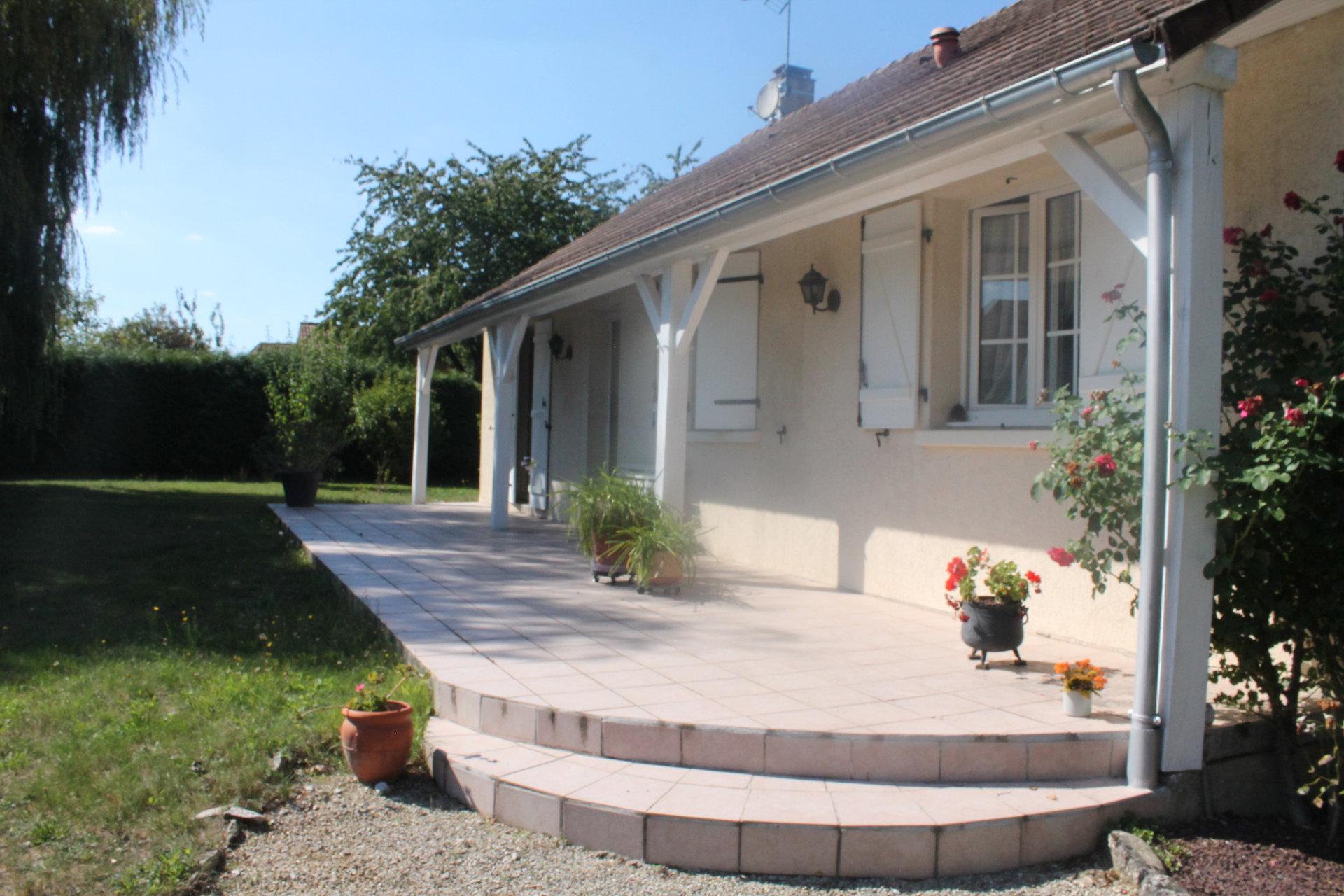 Pavillon de 98 m² avec sous-sol sur terrain de 3800 m²