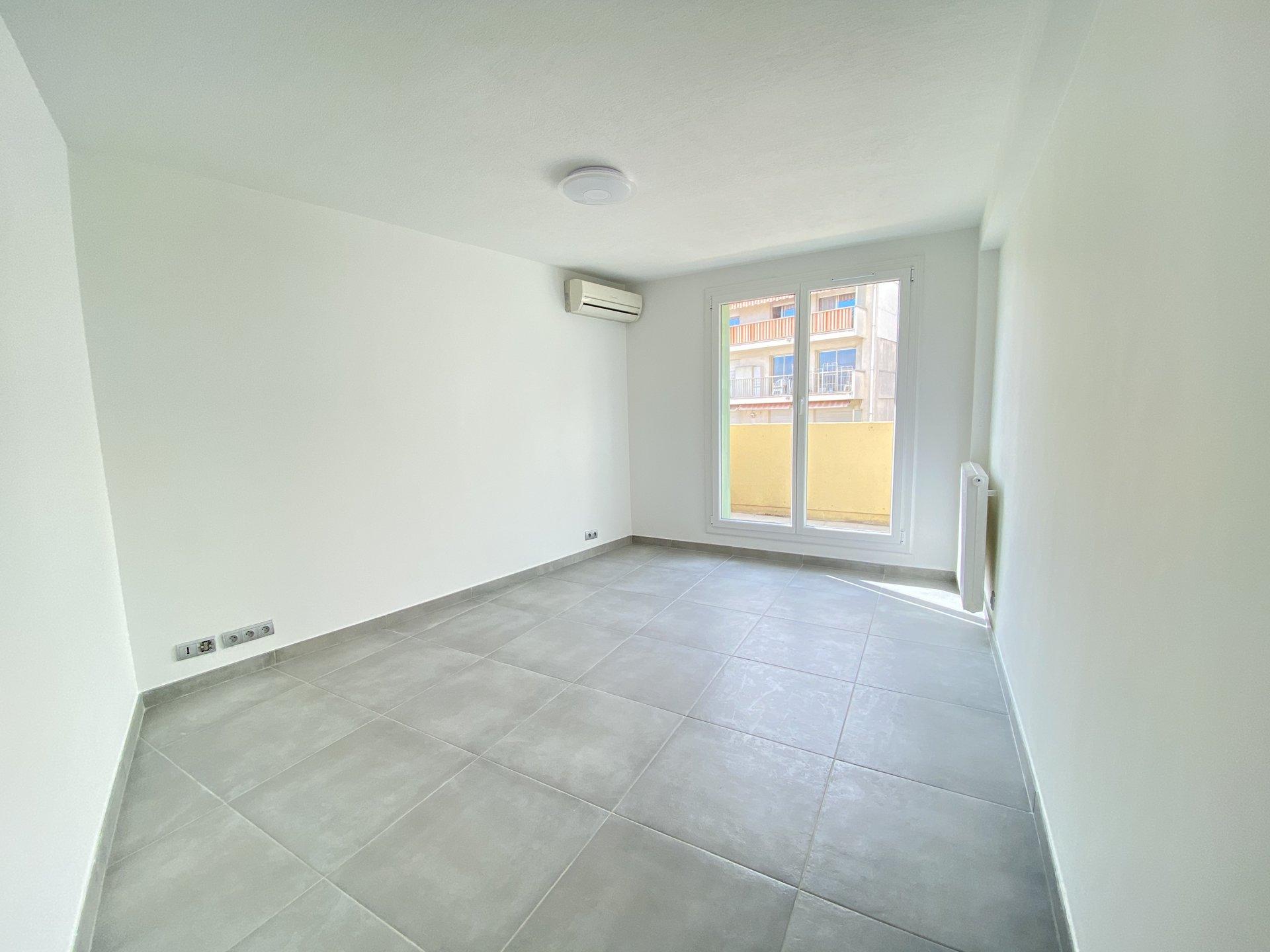 NICE FLEURS - One bedroom with balcony