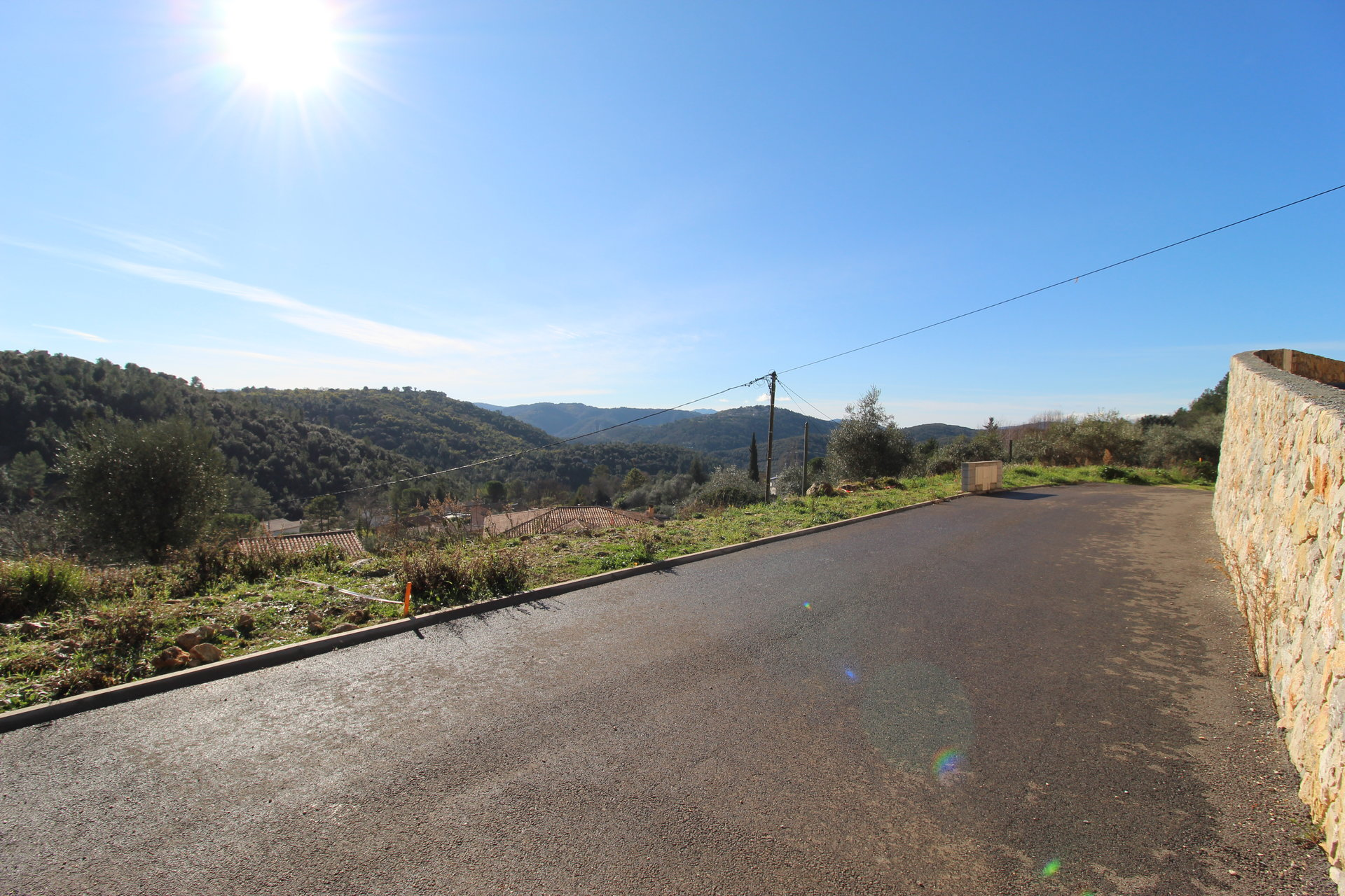 Land with dominant view, license filed and free builder