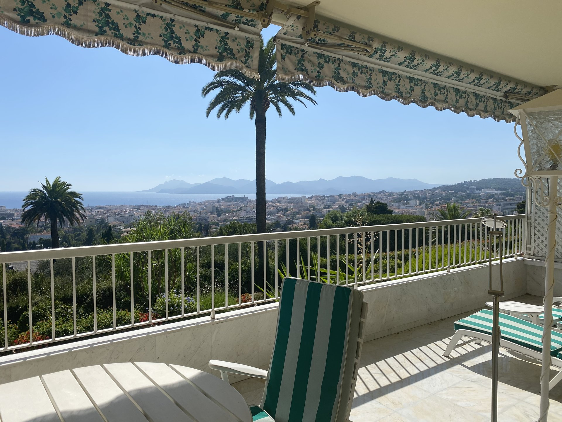 Cannes Montrose 100m2 apartment SEA View