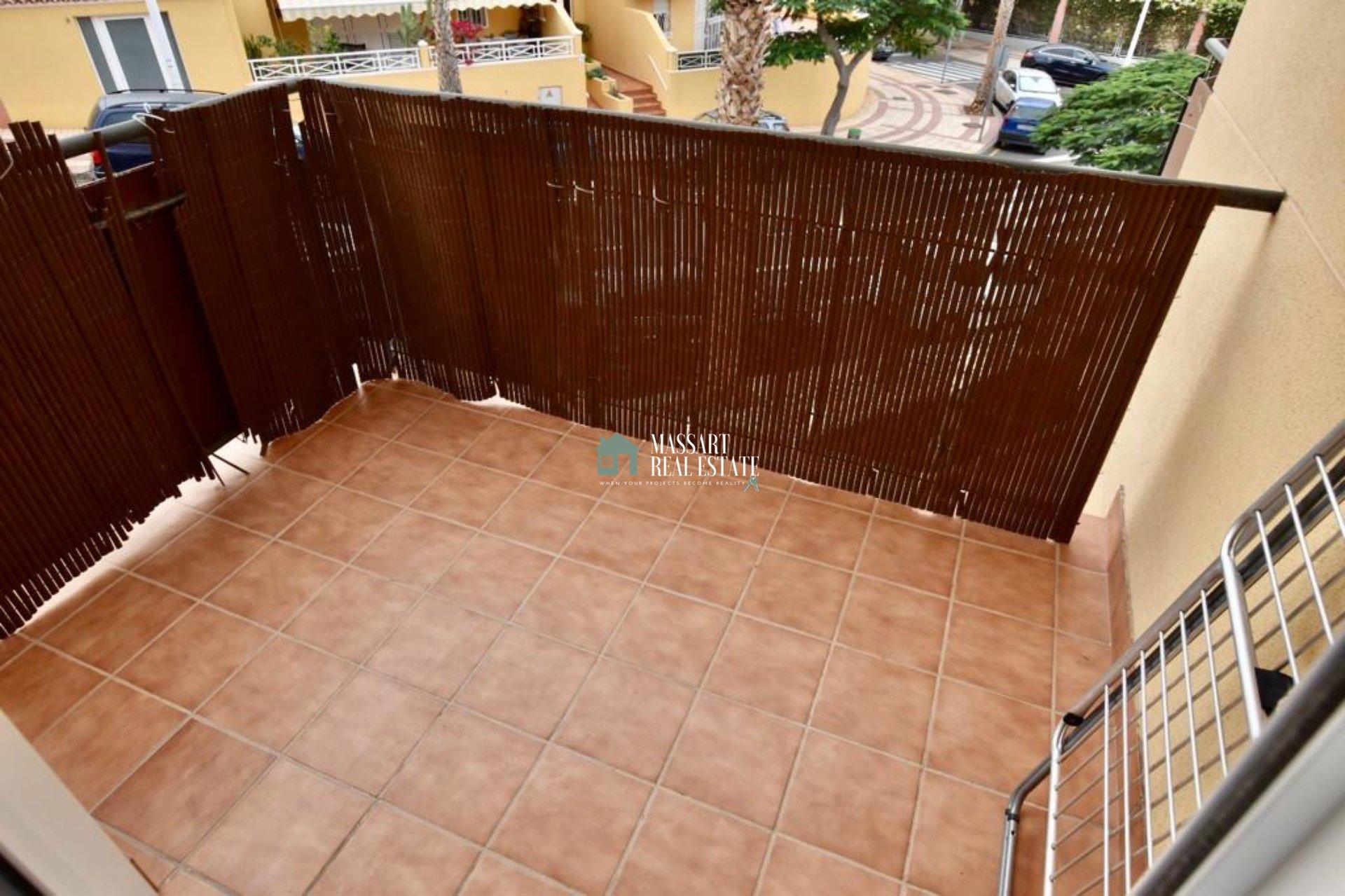 À louer dans le centre d'Adeje, dans le quartier populaire d'El Galeón, appartement lumineux d'environ 60 m2 caractérisé par l'offre de deux magnifiques terrasses.