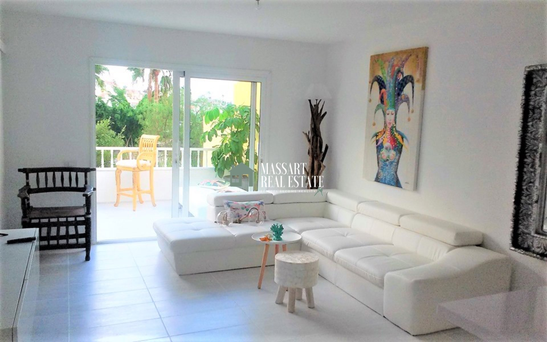 For sale in San Eugenio (Costa Adeje), in the Las Brisas residential complex, 68 m2 apartment fully furnished and recently renovated.
